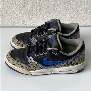✅Boys Nike Air Assault Sneakers Shoes size 6.5Y